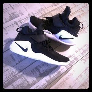 Men's size 10.5 Nike Kwazi basketball shoes